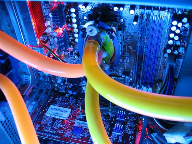 http://nadfar.free.fr/Photos/Hardware/Watercase/WC_by_night%20015%20(Medium).jpg